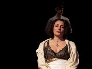 Daniela Giordano è Paola in La donna Bambina di Roberto Cavosi